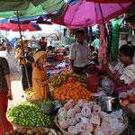 Einkaufen auf dem Markt in Mawlamyine