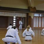 Nagamine Soke mit Erläuterungen zu Matsubayashi Ryu Kata