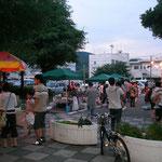 夕方から、栄町無料駐車場の一角で実施しています