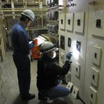 低圧電路の絶縁抵抗測定の様子