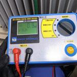 漏れ電流測定器。 IoとIgrの値が同時に読み取れます。