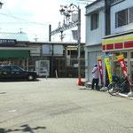 ①桜井駅前にはコンビニがあります