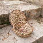 paillassou - vannerie cousue spiralée (graminées inconnues et éclisses de ronce)