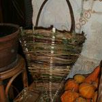 cageole (panier pour cueillir les pommes) en vannerie sauvage (sureau, cornouiller, clématite, lierre, châtaignier et ronce)