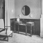 """HD N°52 dressoir, 151 fauteuil """"Kamerbetimmering en meubelen in cuba mahonie met wortelnotenparcelen Ontwerp Harry Dreesen 1920"""