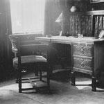 HD N°161 Bureaufauteuil, 212 bureau ??? In 1924; Hoek in een Heerenkamer, meubelen in slavische eiken