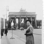 1938.08.24 Berlijn, Caroline Grouwet - Brandendenburger Tor