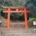 吉田神社入口: 京大のすぐ隣にある吉田神社の入口です。吉田神社は八百万の神々が集う格の高い神社であり、実は頻繁に行事が行われています。しかし、京大生にはあまり知られていません。