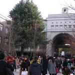 吉田南構内にある広場です。NF期間中は多くの屋台が並んだり、ライブが行われたりして多くの人が集まり、賑わいます