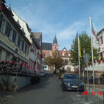 Blick auf Kathrinenkirche und historisches Rathaus am Marktplatz
