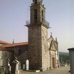 Und das ist Poulo, die Kirche der Gemeinde und der Friedhof, auf dem Pilars Eltern und Sohn begraben liegen.