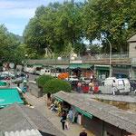 Auf der Suche nach einem Parkplatz landet man sehr bald beim Markt, Mercado de Abastos, der mit seiner Vielfalt an Agrarprodukten in seiner Art dem mir bekannten....