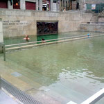 Mitten in der Altstadt ein warmes Freiluftbad,..