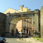 Etwa zwei Autostunden von Sobrado entfernt, nach Norden,  liegt die Provinzhauptstadt Lugo, mit 97000 Einwohnern eine der größeren Städte des Landes.