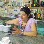 Eugenia kümmert sich mit der Familie um das Geschäft.