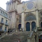 Prächtige Portale mit eigenen Namen machen San Martín zu einer der schönsten von ganz Galicien.