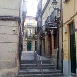 Auf dem Weg zum Altstadtkern (casco viejo) kommt man durch schmale Gassen an Souvenirgeschäften und..