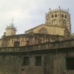Die Kathedrale San Martín würde im 12.-13. Jahrhundert erbaut. Nach der späteren teilweisen Zerstörung,....