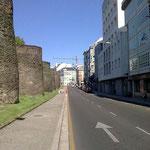 2131m lang ist diese Mauer, 11m hoch und 4,5m breit. Wer hat's gebaut ?  Nein, falsch, die Römer haben nur angeschafft.