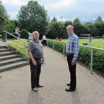 Rechts: 1. Vorsitzender Karl Zoike, Links: Ehrenmitglied Bruno Meier