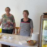 Rechts: Ehrenmitglied Hilde Kanitzer, Links: Ehrenmitglied Christa Girrbach