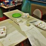 Quarto : laboratorio di approfondimento pratico per astronomia.  Realizzazione di pianeti dipinti a mano, materiale utilizzato: impasto di porcellana a freddo che non necessita di cottura e colori atossici.  Oggetto finale, collana astronomica