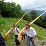 Montée des cors des Alpes à la transhumance du Gazon vert - Juillet 2017