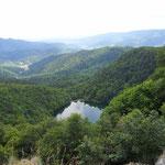 Les possibilités de randonnées sont immenses au Gazon vert - Tête du Rouge Gazon surplombant le lac des Perches