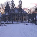 Park und Schule im Schnee