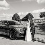 Hochzeitsauto vor der Ruine in Waldbrunn