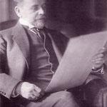 Stadbaurat Ludwig Hoffmann bei der Lektüre.
