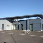CMC Métallerie Avranches(50)-Ossature auvent avec recouvrement tôle aluminium thermolaquée
