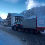 Gehsteige räumen mit Steyr 6190 CVT, Hängerfräse und Ladewagen