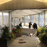 Boden bauen Zugangszelt zur Neuen Kirche