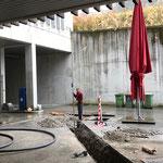 Leitungsbau Bauhof-Vorplatz: Gefälle kontrollieren