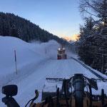 """Sohle """"reißen"""" mit Lader 524 und Rolba 1500 Richtung Zug"""