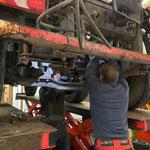 Neue Anschlagspuffer montieren Unimog 530