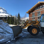 Schneetragen rund um die Baustelle Gemeindezentrum