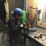 Spezial-Bügel fertigen für Fassadenbeleuchtung Omesberg
