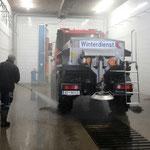 Bauhof aufräumen, Splittstreuer entleeren und waschen