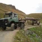 Wegebau Bürstegg-Wannenkopf: Abtransport der alten Brückenträger mit U1600 und Nachläufer