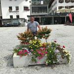 Blumenpflege am Rüfiplatz