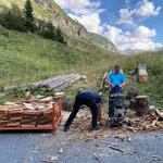 Holz spalten für Grillstellen am Bauhof