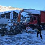 Bühne und Christbäume abschaufeln, Schneeräumung mit U530
