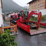Bagger abladen für Schadensbehebung Garagenisolierung Tannberg