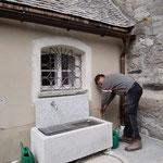 Friedhof fertig vorbereiten, Brunnen installieren