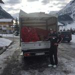 Transporthilfe für den Skiclub Arlberg, Rennen in Zürs am WE