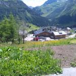 Holder Kehrmaschine bei der Baustellenreinigung in Oberlech, Drittleistung
