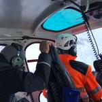 Lawinensprengungen vom Helikopter für Lawinensicherheit Loipen Zugertal