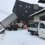 Schneehänger Steyr 6190 CVT kippen, Schneeräumung mit Lader 524 und Müll versorgen Fantastic Gondolas Fest Postgarage